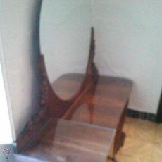 Antigüedades: MUEBLE VESTIDORA O MUEBLE ENTRADA ANTIGUO RESTAURADO NOGAL TIRADORES DE BRONCE ESPEJO REDONDO . Lote 45792699