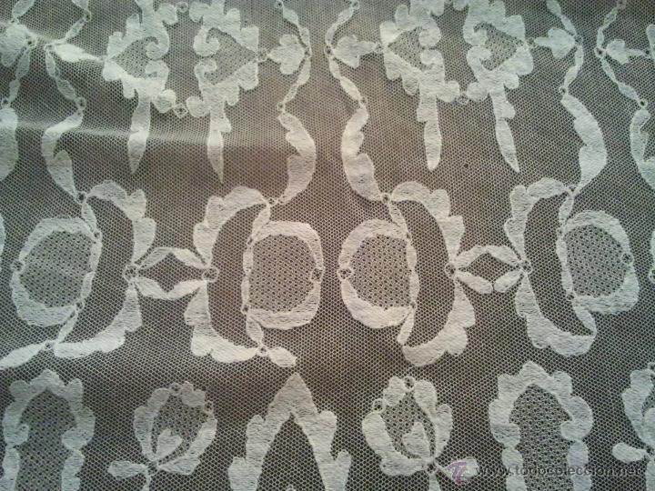 Antigüedades: MANTILLA GRANADINA BORDADA A MANO MUY ANTIGUA NECESITA ALGUNA RESTAURACION COMO SE VE EN FOTOS - Foto 4 - 45799348