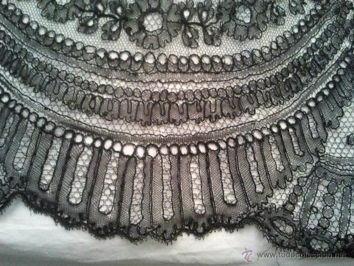 Antigüedades: PRECIOSA MANTILLA CHANTILLY SIGLO XVIII HECHA A MANO MUY BIEN CONSERVADA - Foto 9 - 45799798