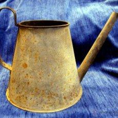 Antigüedades: ANTIGUA REGADERA DE METAL, AÑOS 30. 25CM DE ALTURA.. Lote 45805352