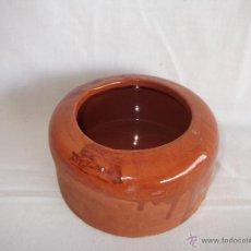 Antigüedades: ANTIGUO COMEDERO DE CORRAL DE BARRO COCIDO 14 CM DIAMETRO. Lote 45821725
