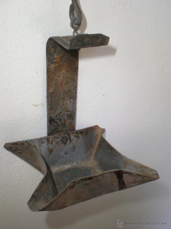 Antigüedades: ANTIGUO CANDÍL DE ACEITE, DE HOJALATA, CON GANCHO PARA COLGAR - Foto 4 - 45822158