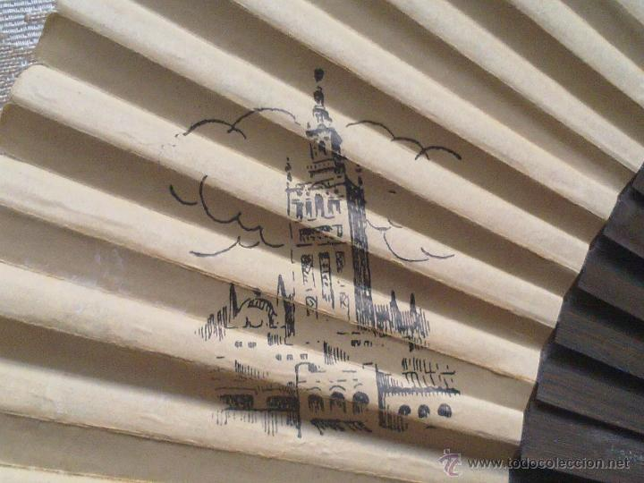 Antigüedades: Vendo Abanico Antiguo con dibujos de Imagenes de Sevilla (Principios del Siglo XX). - Foto 2 - 45831009