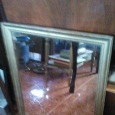 Antigüedades: ANTIGUO ESPEJO PAN DE ORO 64 X 80 CM MARCO MUY ANTIGUO. Lote 45842272