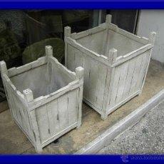Antigüedades: MACETEROS DE MADERA CUADRADOS. SON DOS DE DIFERENTE TAMAÑO. Lote 27721093