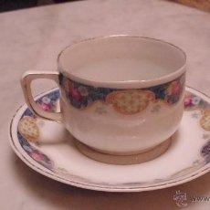 Antigüedades: TAZA DE CAFÉ DE PORCELANA, CON PLATO. SIGLO XIX.. Lote 45868296