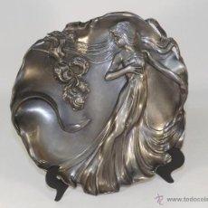 Antigüedades: PLATO MODERNISTA EN PELTRE. PRECIOSO.. Lote 45876683