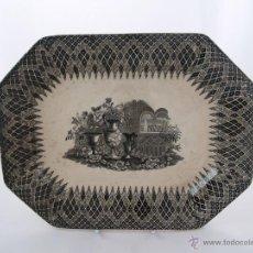 Antigüedades: FUENTE DE CERÁMICA OCHAVADA - FABRICA DE LA AMISTAD CARTAGENA - BODEGÓN CON PAISAJE. Lote 45879431