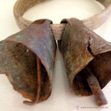 Antigüedades: ANTIGUOS CENCERROS CON SU MADERA ORIGINAL. Lote 45889303