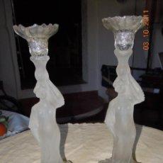 Antigüedades: PAR DE CANDELEROS MODERNISTAS DE CRISTAL ESMERILADO. Lote 45895560