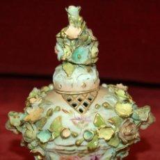Antigüedades: JARRÓN EN PORCELANA ALEMANA DE PRINCIPIOS DEL SIGLO XX CON MARCAS EN LA BASE. Lote 45941020