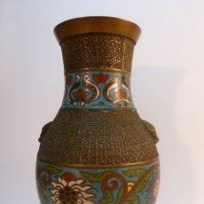 Antigüedades: ANTIGUO JARRON DE COBRE DECORADO CON CLOISONNÉ. Lote 45941155