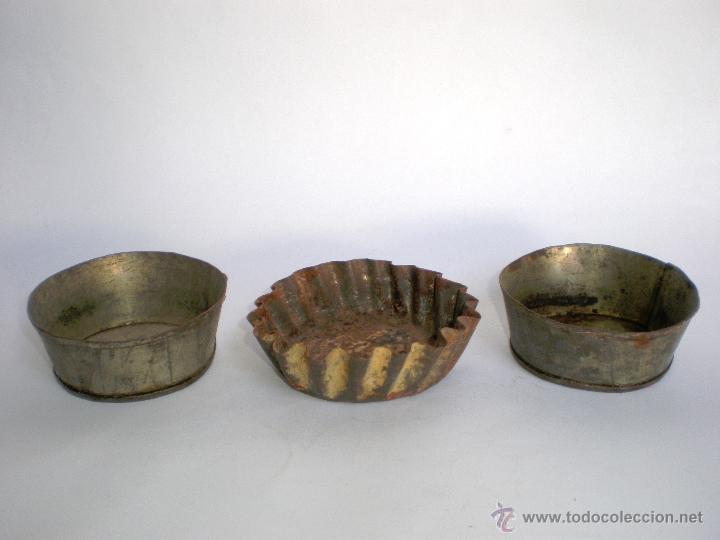 JUEGO TRES ANTIGUOS MOLDES DE HOJALATA PARA PASTAS-REPOSTERÍA (Antigüedades - Técnicas - Rústicas - Utensilios del Hogar)
