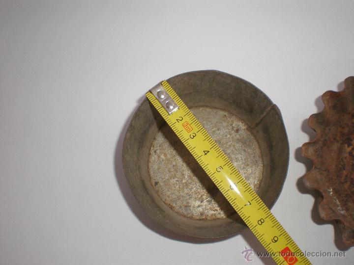 Antigüedades: JUEGO TRES ANTIGUOS MOLDES DE HOJALATA PARA PASTAS-REPOSTERÍA - Foto 6 - 45944772
