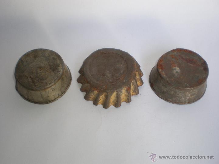 Antigüedades: JUEGO TRES ANTIGUOS MOLDES DE HOJALATA PARA PASTAS-REPOSTERÍA - Foto 7 - 45944772