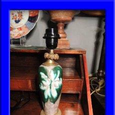Antigüedades: PANTALLA LAMPARA DE PORCELANA CON BASE Y CUELLO DE BRONCE. Lote 36937376