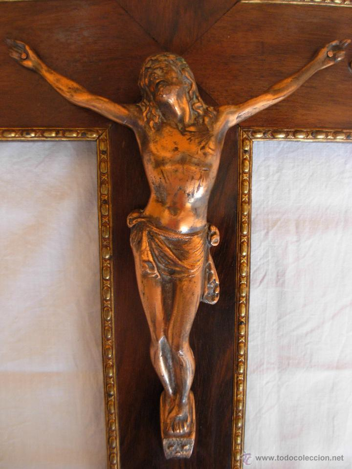 Antigüedades: Crucifijo de madera y Cristo de bronce. Años 40-50 - Foto 3 - 126157935