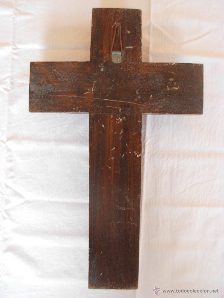 Antigüedades: Crucifijo de madera y Cristo de bronce. Años 40-50 - Foto 7 - 126157935