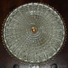 Antigüedades: LAMPARA PLAFON DE TRES LUCES, CRISTAL Y METAL. 32 CM DIAMETRO. VER FOTOS Y DESCRIPCION.. Lote 45987081