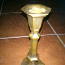 Antigüedades: PORTAVELAS O CANDELABRO ESTILO CAPILLA EN BRONCE. Lote 46011974