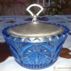 Antigüedades: ANTIGUO AZUCARERO PRECIOSO LABRADO, COLOR AZUL Y TAPA EN ALPACA.. Lote 46021063