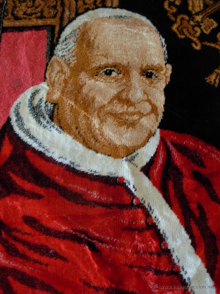 Antigüedades: Tapiz de su santidad el Papa Juan XXIII. Años 60. Medidas 103cm X 48cm - Foto 2 - 46025230