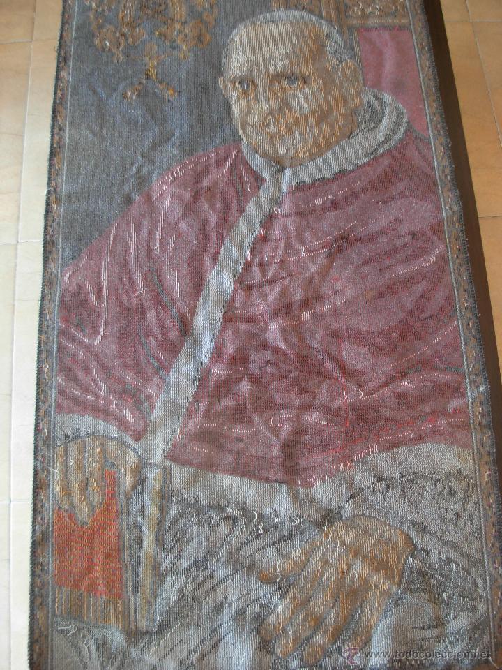 Antigüedades: Tapiz de su santidad el Papa Juan XXIII. Años 60. Medidas 103cm X 48cm - Foto 9 - 46025230