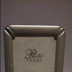 Antigüedades: MARCO PEQUEÑO PORTA FOTOS ANTIGUO PLATEADO.. Lote 46025882