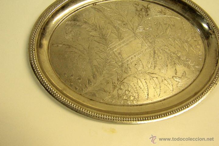 Antigüedades: BANDEJA PLATEADA, OLVALADA, CON FONDO GRABADO. 30X24CM - Foto 2 - 46043031