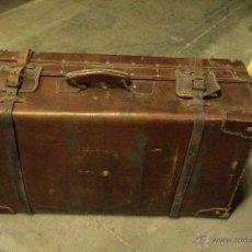 Antigüedades: PRECIOSA MALETA DE PIEL, AÑOS 30, GRANDE 74X26X43CM. CON FUELLE. VER FOTOS.. Lote 46048850