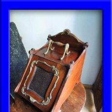 Antigüedades: MAGNIFICA CARBONERA REVISTERO VICTORIANA DE CAOBA CON ADORNOS EN BRONCE INGLESA. Lote 37114451