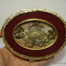 Antigüedades: ANTIGUO RELICARIO-VITRINA. S.XIX. SAN JUAN. CON HILOS METÁLICOS.. Lote 46078984