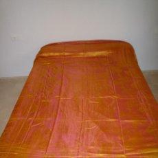 Antigüedades: COLCHA ANTIGUA TORNASOLADA SEDINA. Lote 46082743