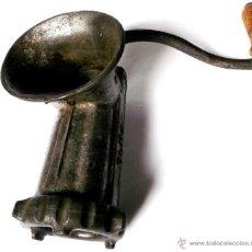 Antigüedades: ANTIGUO TRITURADOR O PICADOR DE CARNE HECHO EN METAL MACIZO. MARCA ELMA.. Lote 46103731