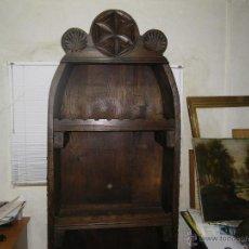 Antigüedades: BOTELLERO RUSTICO TALLADO Y CANTOS DE TRILLO GRAN CAPACIDAD. Lote 46117171