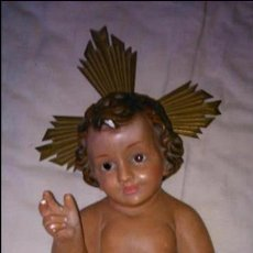 Antigüedades: NIÑO JESUS DE CERÁMICA CON OJOS DE CRISTAL. AÑOS 40/50. Lote 46125342