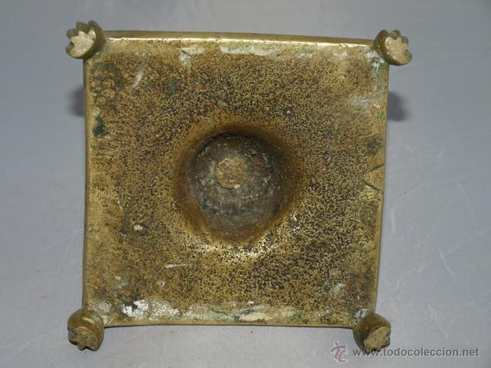 Antigüedades: Candelero Bronce. Base cuadrada. S xviii. españa - Foto 2 - 46139551