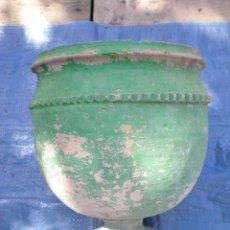 Antigüedades: PRECIOSO MACETERO EN TERRACOTA ROMANO MUY ANTIGUO BUEN ESTADO. Lote 46141375