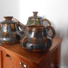 Antigüedades: JUEGO DE CAFETERA -LECHERA Y AZUCARERO DE BARRO ESMALTADO. Lote 46141875