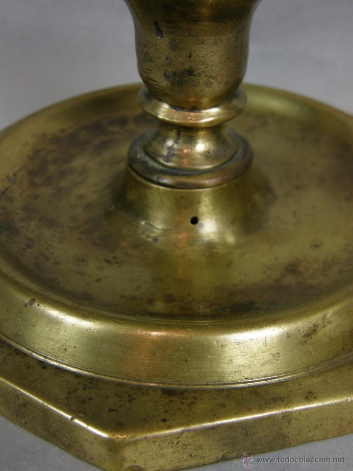 Antigüedades: candelero flambeau bougeoir bronce octogonal españa sXVII XVIII fuste octogonal pátina 13,5x12cms - Foto 9 - 46146660
