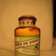 Antigüedades: BOTELLA CON MEDICAMENTO DE FARMACIA. YODURO DE SODIO. SCHERING - KAHLBAUM BERLIN ALEMANIA. Lote 46150555