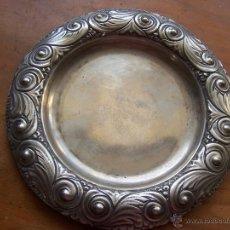 Antigüedades: PLATO REPUJADO Y PLATEADO DIÁMETRO 19 CM. MARCA FREDDY'S.. Lote 46156120