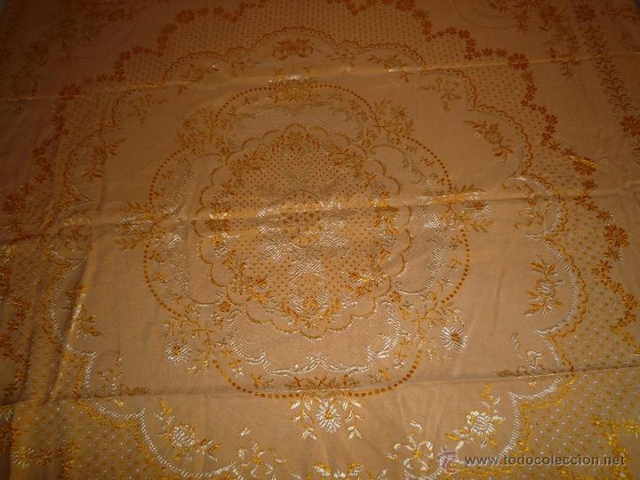 Antigüedades: COLCHA ANTIGUA ADAMASCADA BORDADA - Foto 2 - 46171670