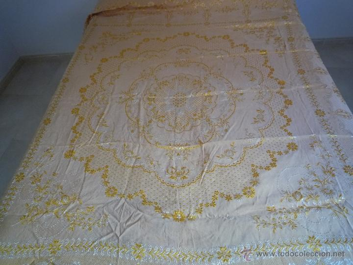 Antigüedades: COLCHA ANTIGUA ADAMASCADA BORDADA - Foto 3 - 46171670