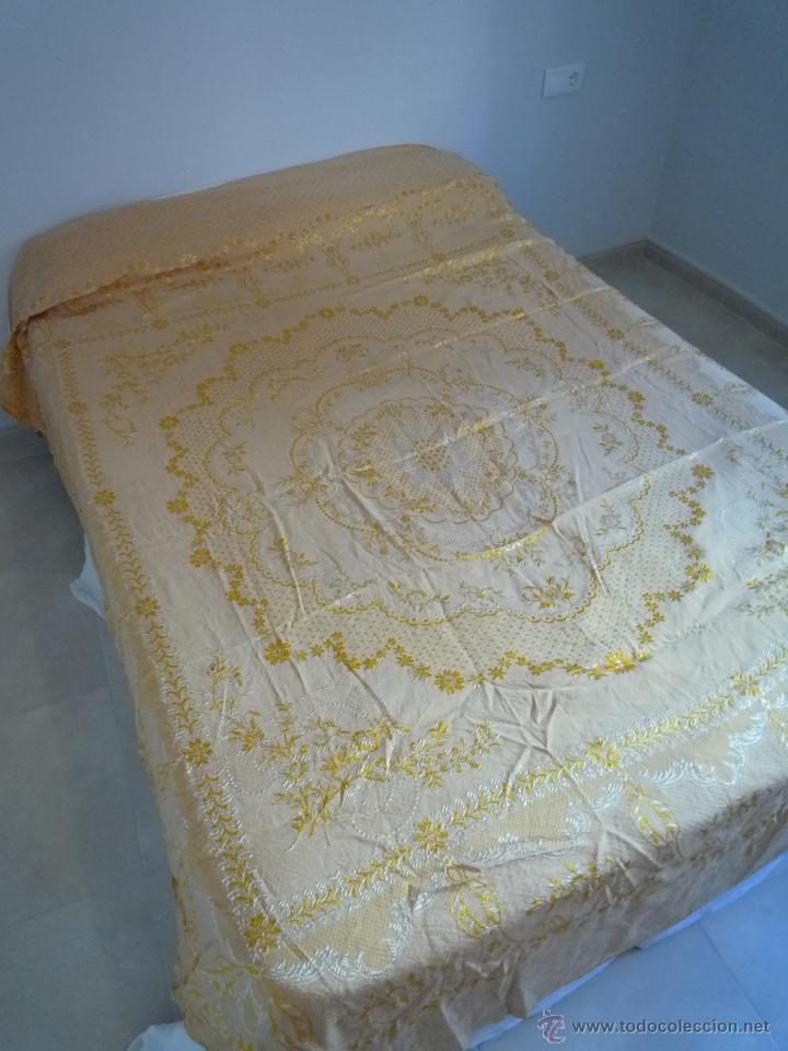 Antigüedades: COLCHA ANTIGUA ADAMASCADA BORDADA - Foto 4 - 46171670
