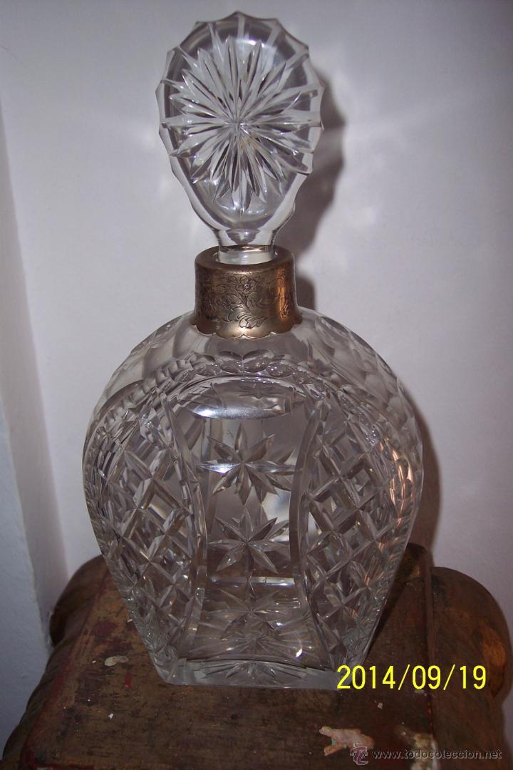 MAGNIFICA LICORERA EN CRISTAL TALLADO (Antigüedades - Cristal y Vidrio - Bohemia)