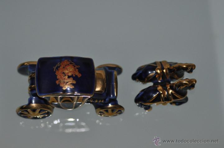 Antigüedades: carroza limoges castel france porcelana ideal para casa de muñecas miniatura cobalto y oro 22 - Foto 3 - 29240217