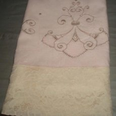Antigüedades: FUNDA ANTIGUA PARA ALMOHADA COLOR ROSA BORDADA. Lote 46213383