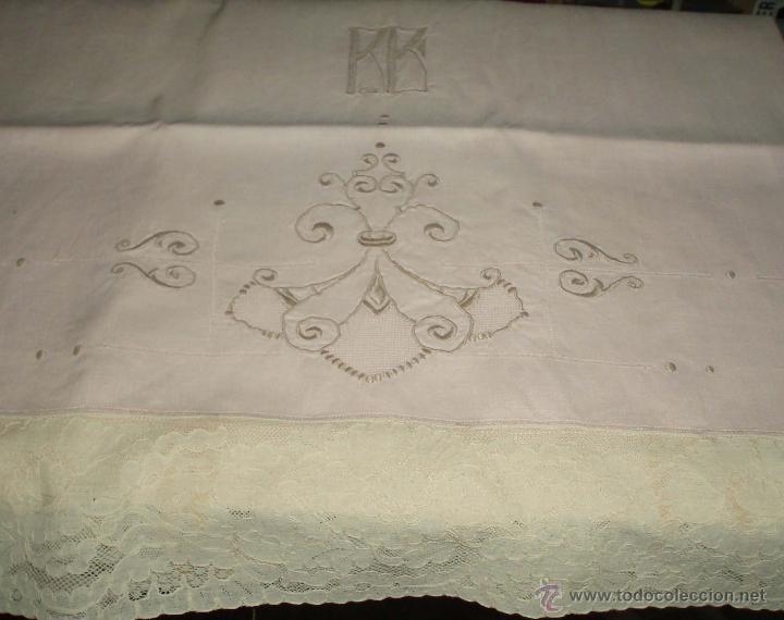 Antigüedades: funda antigua para almohada color rosa bordada - Foto 2 - 46213383