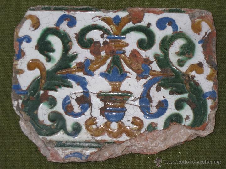 AZULEJO ANTIGUO DE TOLEDO. TECNICA DE ARISTA. RENACIMIENTO - SIGLO XVI. (Antigüedades - Porcelanas y Cerámicas - Azulejos)